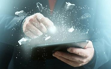 Le développement du e-learning a permis de faire évoluer simultanément les mentalités, les outils et les pratiques